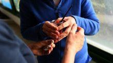 Aidants familiaux : plusieurs associations proposent, dans un Livre Blanc, la création d'un statut de salarié-aidant