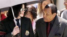 No leito de morte, pai de Michael Jackson teria confessado arrependimento pela maneira como tratou o filho: 'Falhei'