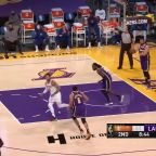 Derrick Rose with a 2-pointer vs the Los Angeles Lakers