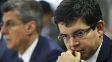 Randolfe Rodrigues diz que Bolsonaro conspira ao lado do coronavírus