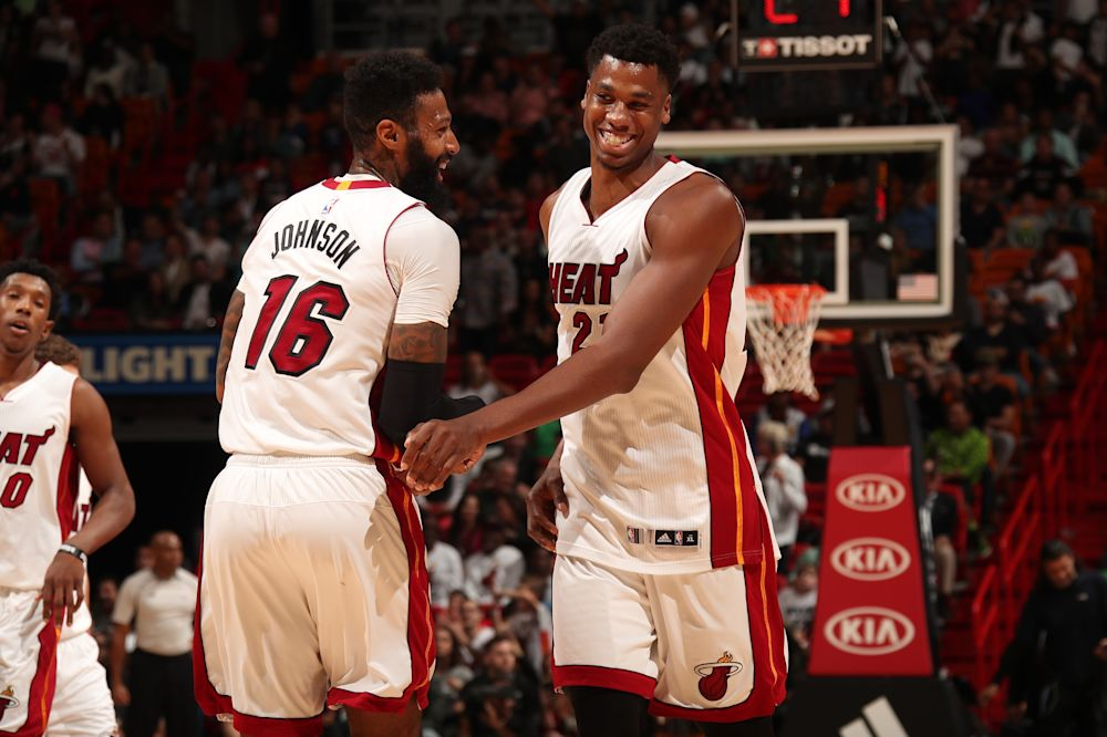 VIDEO - NBA: Miami s'offre le top 8 mais perd Waiters