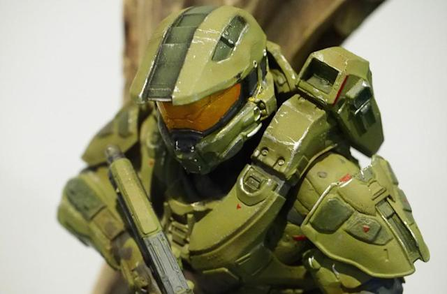 This is the 'Halo 5: Guardians' collector's edition statue