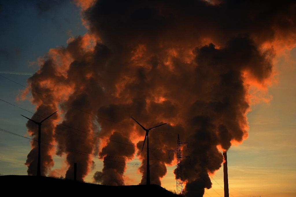 Carbon dioxide levels in Earth's atmosphere have hit record highs as man-made greehouse gas emissions continue to grow (AFP Photo/PATRIK STOLLARZ)
