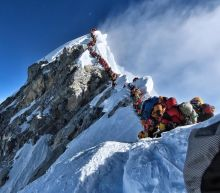 Four more deaths on traffic-jammed Everest