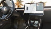Nomad presenta su cargador inalámbrico específico para el Tesla Model 3