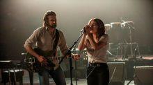 """Lady Gaga y Bradley Cooper se muestran """"a los besos"""" en el rodaje de A star is born"""