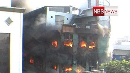 Fire engulfs building in Noida, no causality reportedrnrnrn