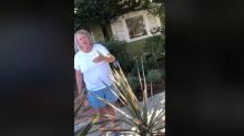 La mujer que amenazó a una familia hispana por estacionarse frente a su casa pierde el trabajo