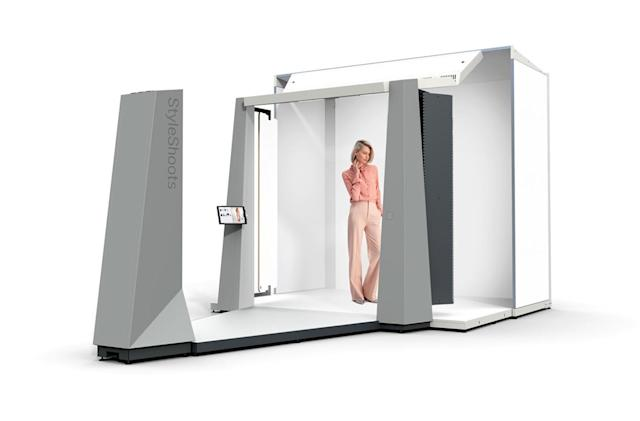 Robotic studio takes fashion photos without a camera crew