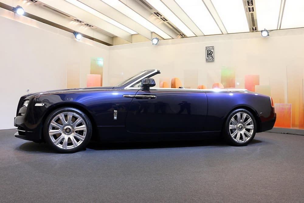 Rolls-Royce Dawn正式登台!只能遠觀瞻望的上空黎明女神,要一親芳澤?先準備個2,388萬元吧……