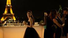 預告換足20超美造型!Lily Collins主演Netflix新劇《Emily in Paris》美國女生巴黎工作日誌