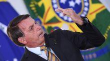 "Sem apresentar provas, Bolsonaro diz que máscara é ""pouco eficaz"" contra Covid-19"