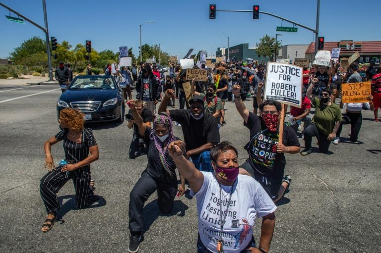 Protesters kneel down during a demonstration on June 13, 2020 to demand a full investigation into the death of Robert Fuller, a 24-year-old black man found hanging from a tree, in Palmdale, California. (AFP Photo/Apu GOMES)