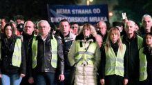 «Gilets jaunes»: Au Monténégro, l'opposition prorusse adopte le vêtement symbolique de la fronde en France