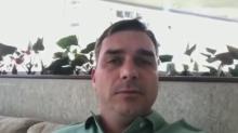 Flávio Bolsonaro chora em vídeo e vira meme na internet