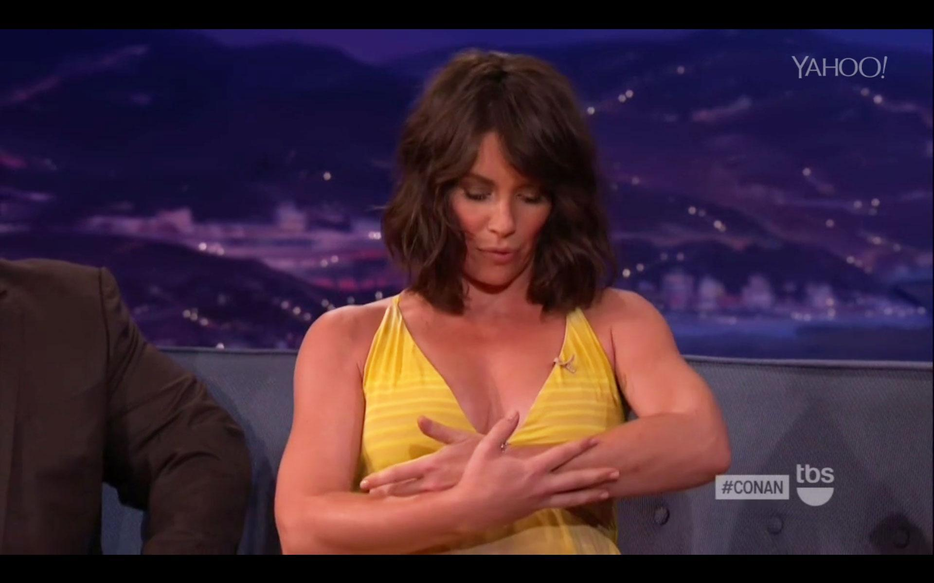 Evangeline Lilly Reveals She's Pregnant in the Most