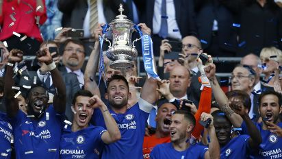 Hazard fires Chelsea to FA Cup glory