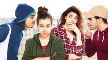 """""""A genoux les gars"""" : comédie amère sur la violence sexuelle banalisée"""