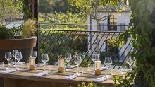 Visite guidée d'un nouvel hôtel perdu dans les vignes en Provence