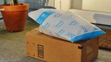 Captan a repartidor escupiendo sobre un paquete de Amazon que acaba de entregar