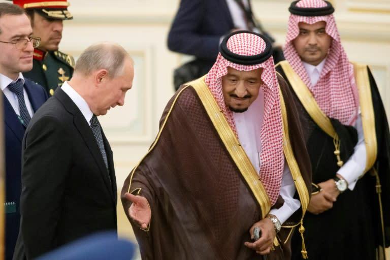 Saudi King Salman greets Russia's visiting President Putin (AFP Photo/Alexander Zemlianichenko)