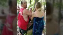 """Vídeo muestra a un afroamericano sujeto a un árbol en lo que denominó un """"intento de linchamiento"""" en un lago de Indiana"""