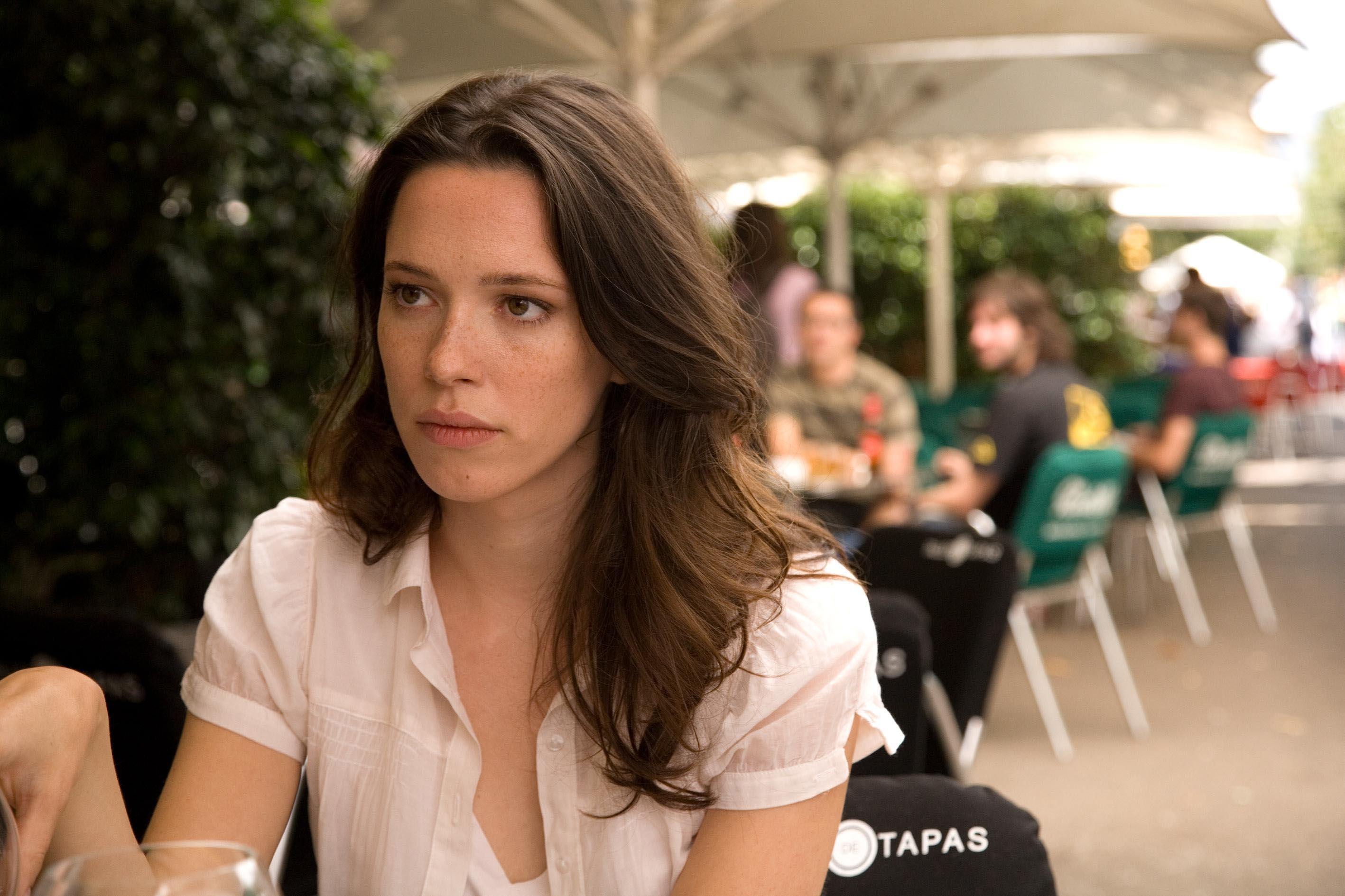 Rebecca Hall Is Profoundly Sorry For Starring In Woody Allens New Film -5111