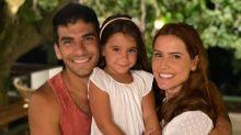 Deborah Secco fica sem celular em casa para ter mais tempo com a filha