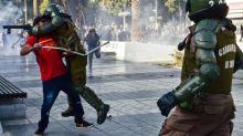 """Piñera denuncia """"demasiada violencia"""" en Chile tras nuevos enfrentamientos de manifestantes"""