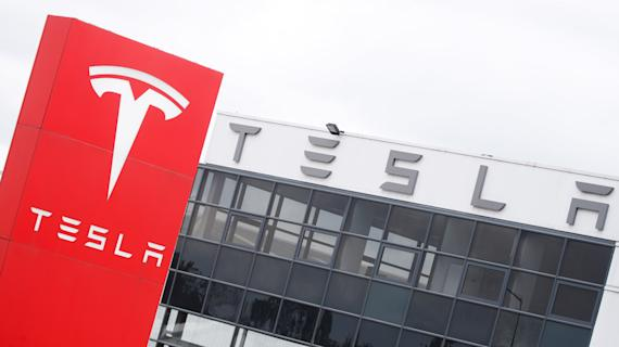 Tesla 3Q earnings top estimates after deliveries set record