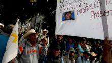 """Campesinos protestan en Guatemala en contra del """"golpe racista"""" a Evo Morales"""