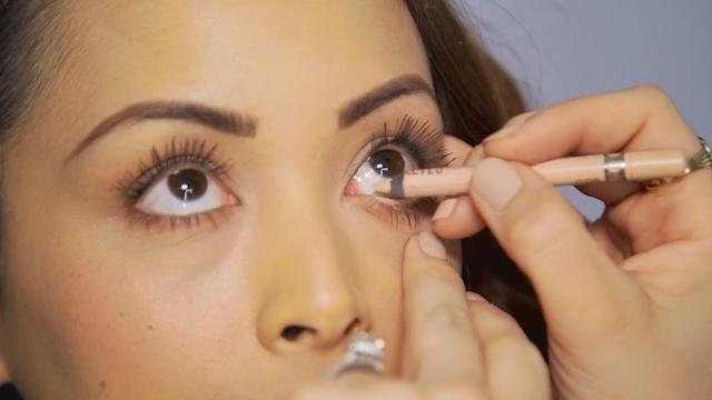 How to make your eyes look bigger with nude eyeliner