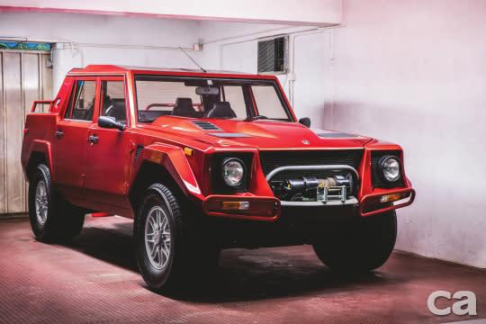 搭上今年Lamborghini Urus上市的順風車,原本預期LM002在拍賣會上能衝出一波新高價,結果這輛幾乎全新,僅行駛1,269公里的越野大蠻牛加上拍賣手續費後的成交價為29萬6千5百美元,對比以往里程較高、車況較普通的物件大約30~40萬元的成交價,這位幸運車主真是買到賺到。