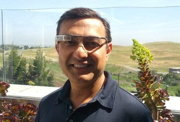 Google's Vic Gundotra tries Project Glass on for size