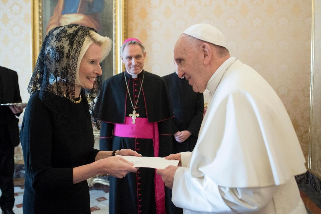 Wearing a traditional black mantilla, Callista Gingrich presented her credentials to Pope Francis at the Vatican before officially beginning her new role