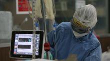 México registra récord diario de casos de COVID-19 con 8.438