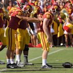 USC's Jake Olson gets 17 bench press reps to raise money for cancer research