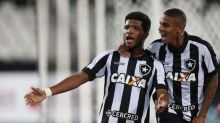 Campeão brasileiro sub-20, volante relembra passagem pelo Botafogo e revela sonho de atuar na Europa
