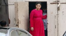 Kareena Kapoor Khan FLAUNTS her Baby Bump during her shoot
