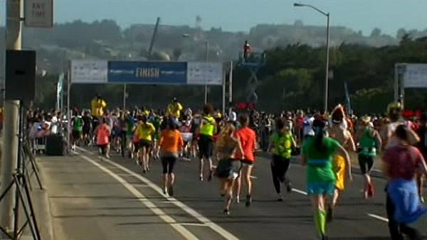 Bay to Breakers draws thousands to San Francisco