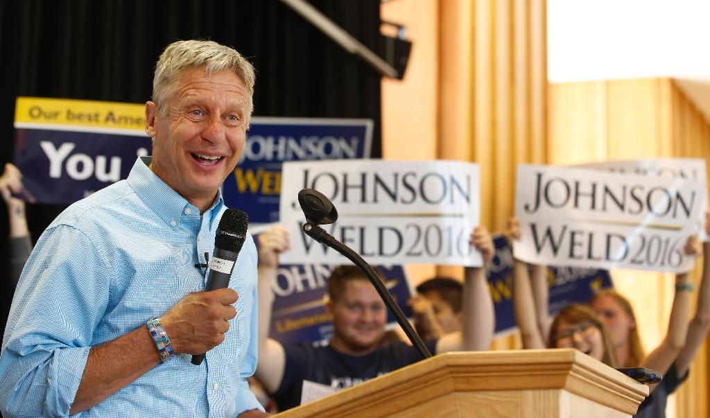Libertarian presidential candidate Gary Johnson talks to a crowd of supporters at a rally in Salt Lake City, Utah in August 2015 (AFP Photo/GEORGE FREY)
