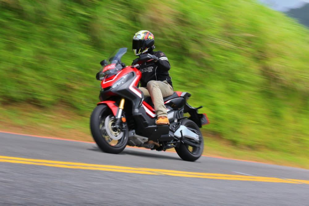 因為經過重新設計,起步的力道更為明顯,Honda表示這樣也比較適合台灣人喜歡起步就衝的騎乘風格