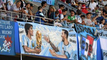 Histórico zagueiro do Milan diz que Messi é melhor do que Maradona