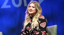 Kelly Clarkson Shuts Down Online Body Shamer in One Epic Tweet