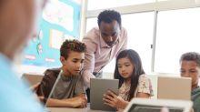 Ser criança na era dos assistentes digitais: tecnologia para aprender ou distrair?