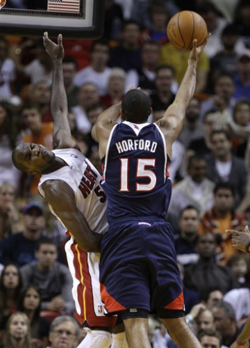 Hawks run away from Heat in 4th, win 100-92