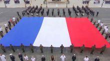 """""""Macron asphyxie l'hôpital"""": une banderole déployée durant la cérémonie du 14-Juillet"""