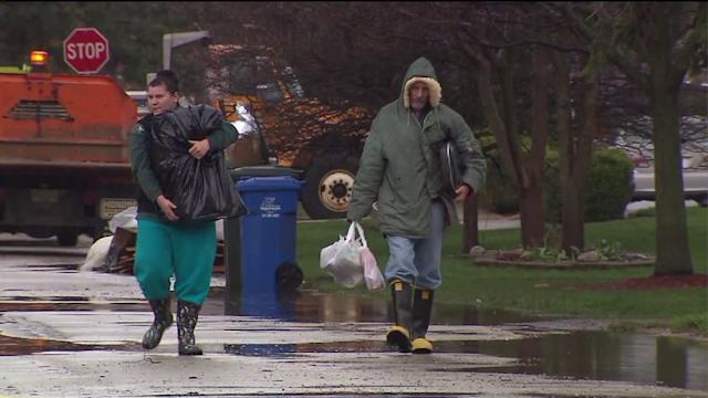 911 calls capture tense moments for flood motorists in Des Plaines