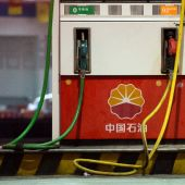 Stock markets diverge, weighing oil output deal