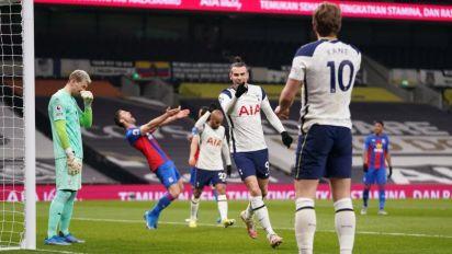 Los dobletes de Bale y Kane meten al Tottenham en la lucha por Europa